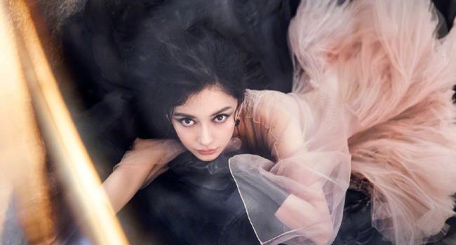 Angelababy最新登封照曝光!撇仙氣「仿妝范冰冰」遭譏像魚精?