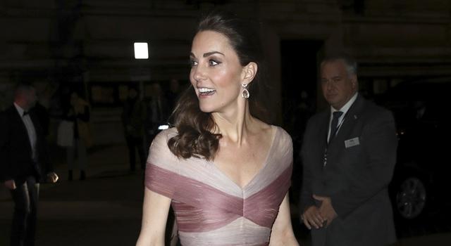 凱特王妃秀性感 V 字線挑戰「芋頭紫」禮服!外媒讚是英國玫瑰!