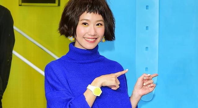 比人還高的巨型手錶當畫布!Lulu 黃路梓茵跨足藝術界依然搞怪...