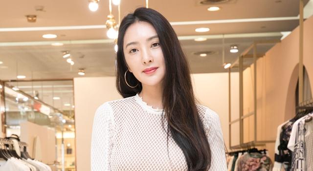 (有片)吳速玲「近乎透視」露背洋裝辣翻!自爆想穿它過生日...