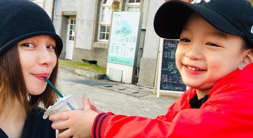 徐若瑄兒子催生:要跟媽咪長一樣的妹妹!審美觀讓網友大喊「識貨」!