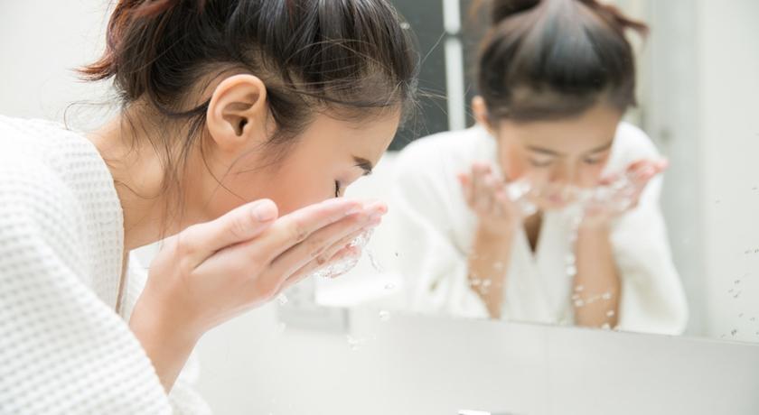 洗越久越乾淨?皮膚科醫師教你三招,挑選「對的」洗面乳!