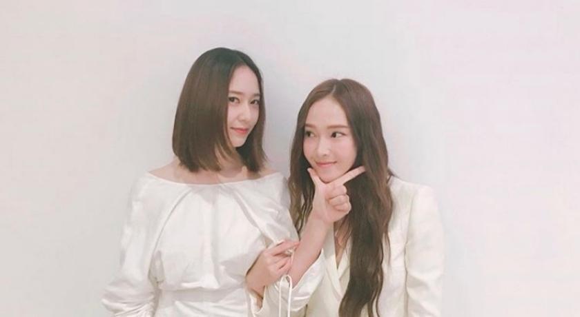 「韓國最美姊妹」實境秀終於回歸!Jessica 與 Krystal 機場曬長腿