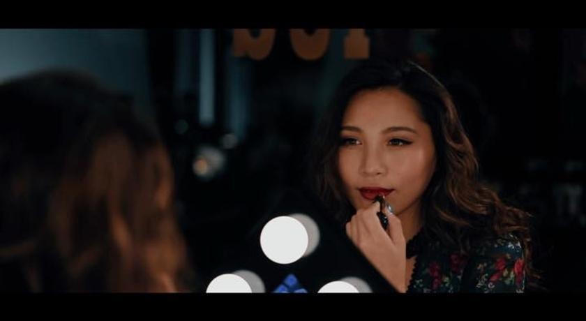 黑色腮紅、黑色唇膏怎麼用?會變色的「黑心皇后」彩妝真的很燒人!