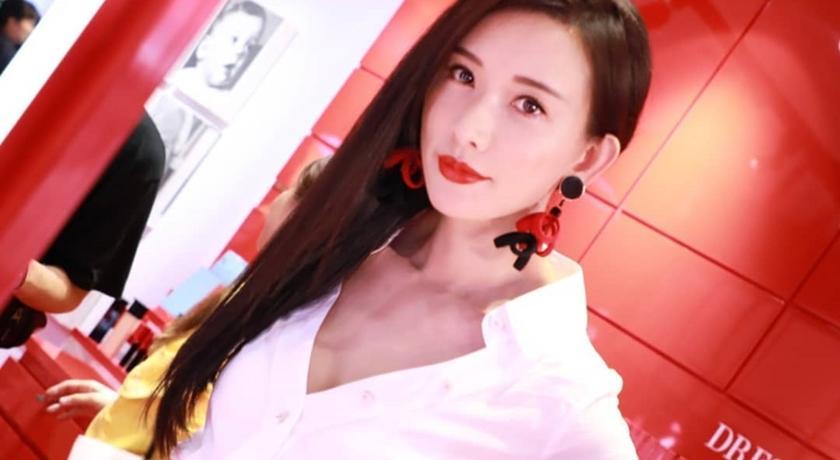 林志玲最愛亞曼尼紅變身「真愛版」!和姐姐面對面提前過七夕
