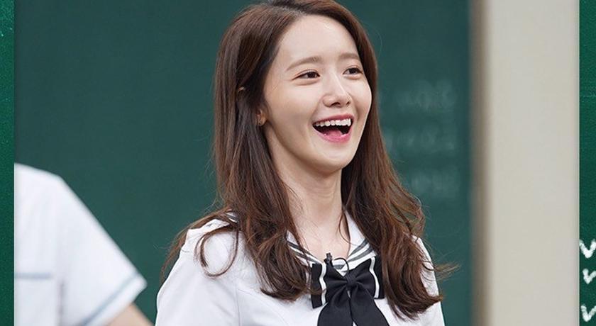 潤娥扮高中生「制服太小件」了!立正站好的動作 S 曲線全現形