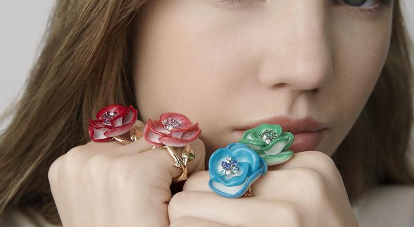 指尖那朵帶刺珠寶玫瑰跟真的一樣!戴在手上彷彿還聞得到花香