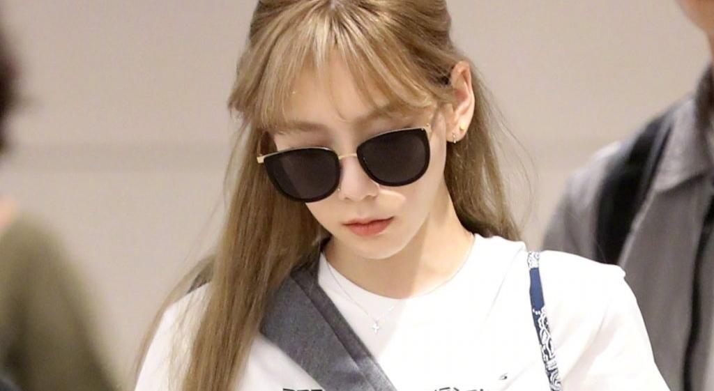 太妍機場這樣穿辣爆!衣服捲太高「底下黑Bra被看光」網友全嚇傻