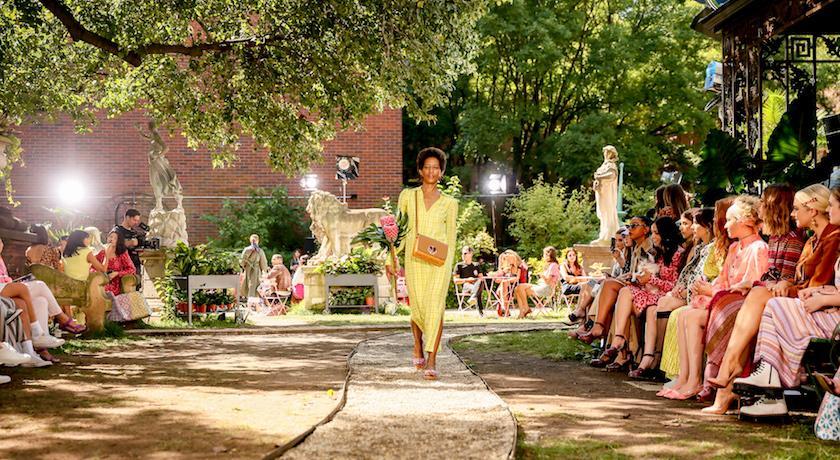 紐約時裝週》根本閨蜜時髦出遊範本!Kate Spade花園野餐秀滿滿少女心