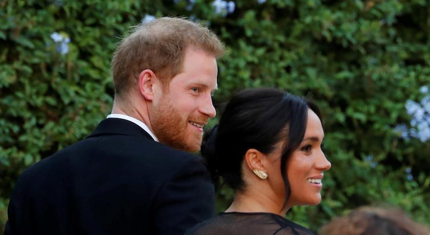 梅根王妃再度挑戰傳統?參加設計師閨蜜婚禮「穿這樣」嚇傻造型師