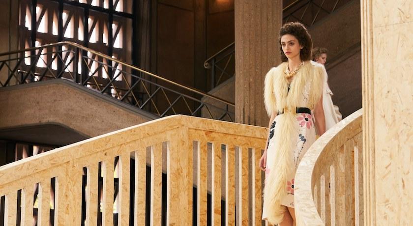 巴黎時裝週》我阿嬤都比你時髦!Miu Miu浪漫女孩靈感全來自「祖母衣櫥」?
