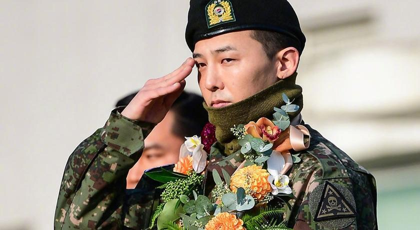 退伍太開心!Bigbang TOP 公開 GD「未曝光女裝照」粉絲嗨翻