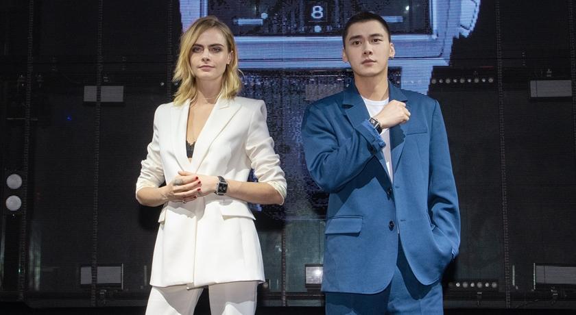英國超模對中國男星「摸摸頭」!照片一出笑翻網友:被調戲了