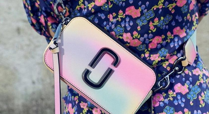 絕美漸層彩虹色拍美照必備!Marc Jacobs經典相機包升級啦