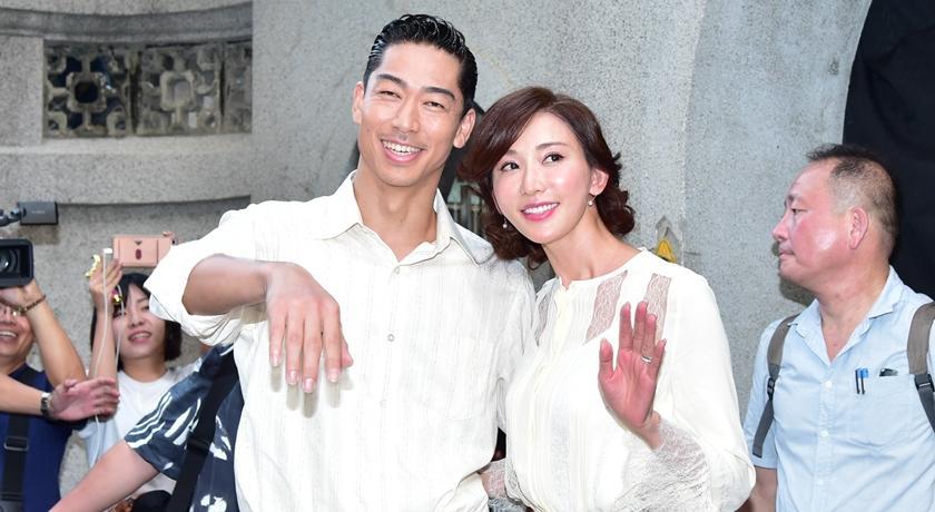 林志玲、AKIRA 世紀婚禮將登場!超大顆「定情鑽戒」終於曝光