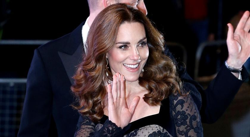 凱特王妃黑色蕾絲禮服幾乎「全透視」!驚人的還在背後...