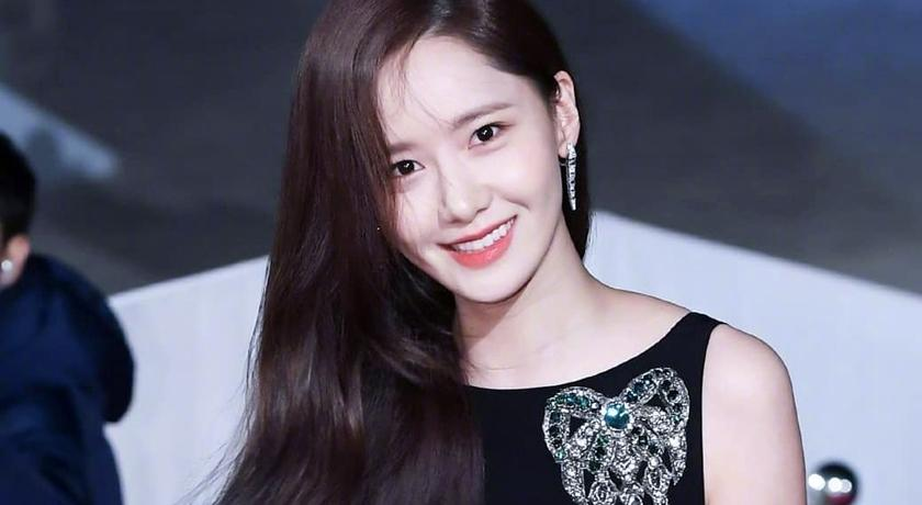 潤娥私人行程遭粉絲曝光!穿「有禮貌私服」與素人合影被狂讚
