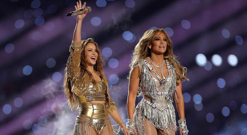 「爆乳戰衣」貼滿萬顆水晶閃到爆!J.Lo超級盃中場辣尬夏奇拉