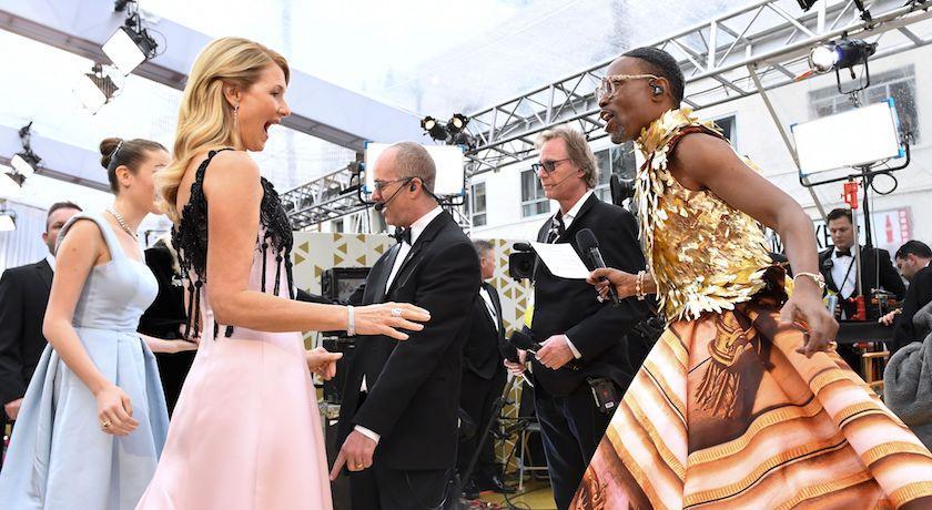 奧斯卡紅毯主持人最搶戲!超浮誇造型靈感「來自凱特王妃」?