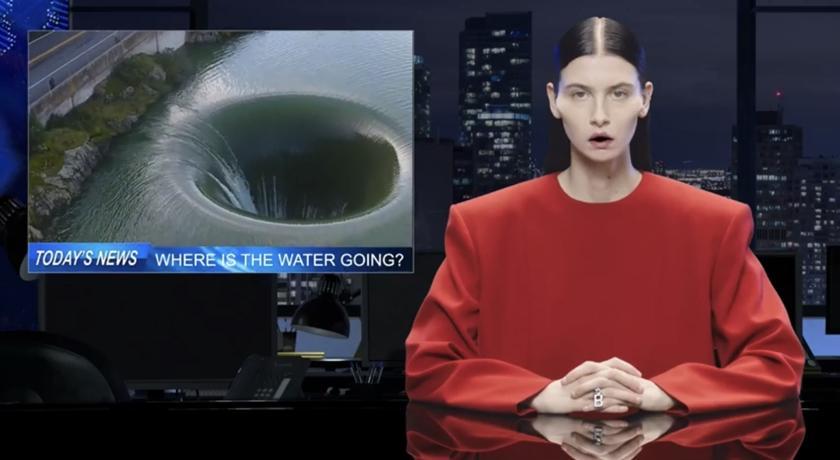 這影片史上最詭異!Balenciaga 模仿新聞台「臭臉主播」引話題