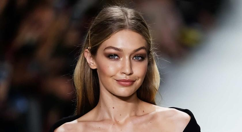 24 歲超模驚見「皮垂臉垮」!粉絲不忍看直呼:她怎麼變這樣?