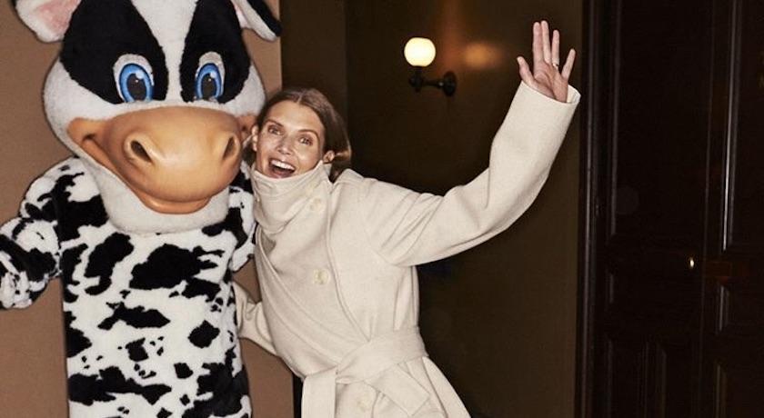 巴黎時裝週》極致「防疫衣」?伸展台驚見模特兒穿動物人偶裝謝幕