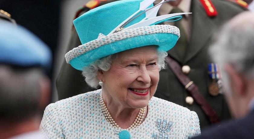 英國女王94歲大壽宅在家,消失的色票穿搭改由「這個」接棒!
