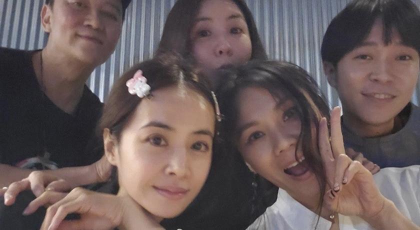 蔡依林、蔡健雅私人聚會照曝光!驚見這位 45 歲超凍齡女星