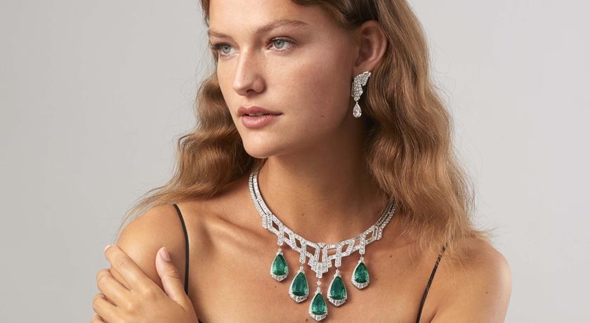 驚見珠寶界裡的「變形金剛」!一條項鍊竟可變換七種戴法超狂