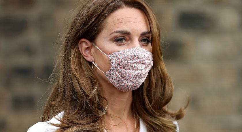 凱特王妃首次戴口罩現身!「小碎花款」被起底一片台幣 580 元