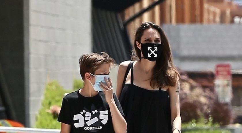 裘莉也追流行?上街搶戴爆紅款「3000元天價口罩」