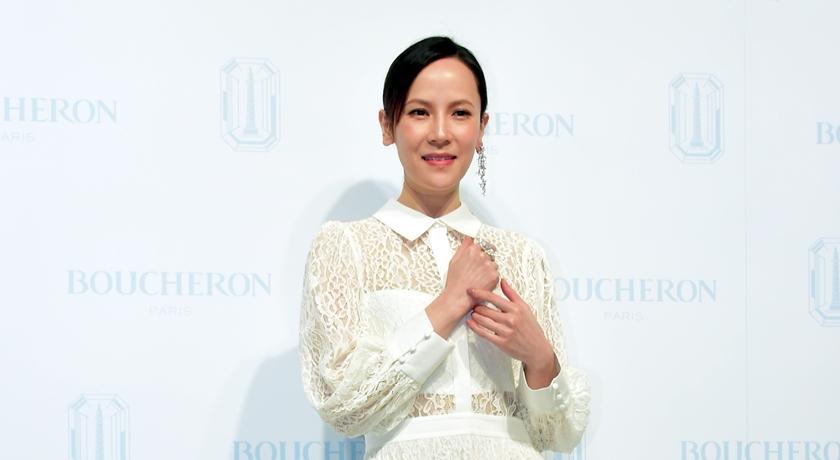 楊乃文白色洋裝上身超仙氣!私下最愛「指間戒」一戴 20 年