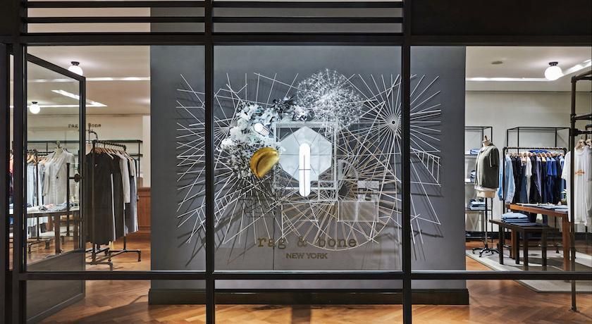 百貨專櫃驚見「超大蜘蛛網」?近看細節嚇呆了