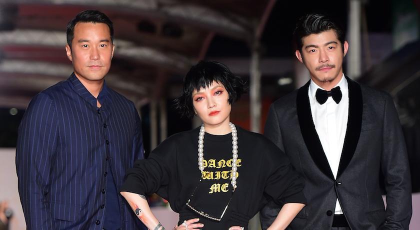 金鐘55》一身黑也同樣亮眼!范曉萱穿「T-Shirt」走紅毯、Lulu深V秀個性