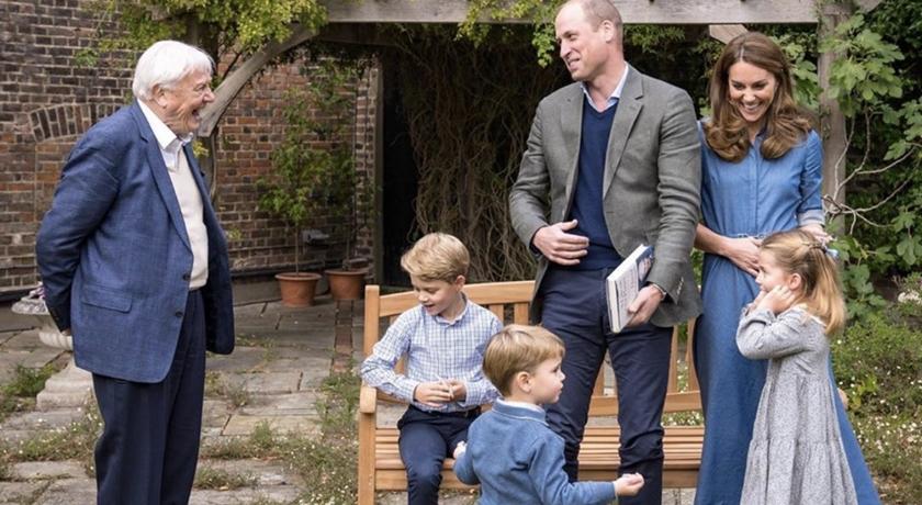 凱特王妃一家五口最新合影!「皇室三萌娃」全穿藍色可愛翻天