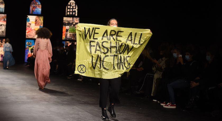 抗議鬧場登Dior伸展台「被塑膠」?品牌執行長:做得真好!