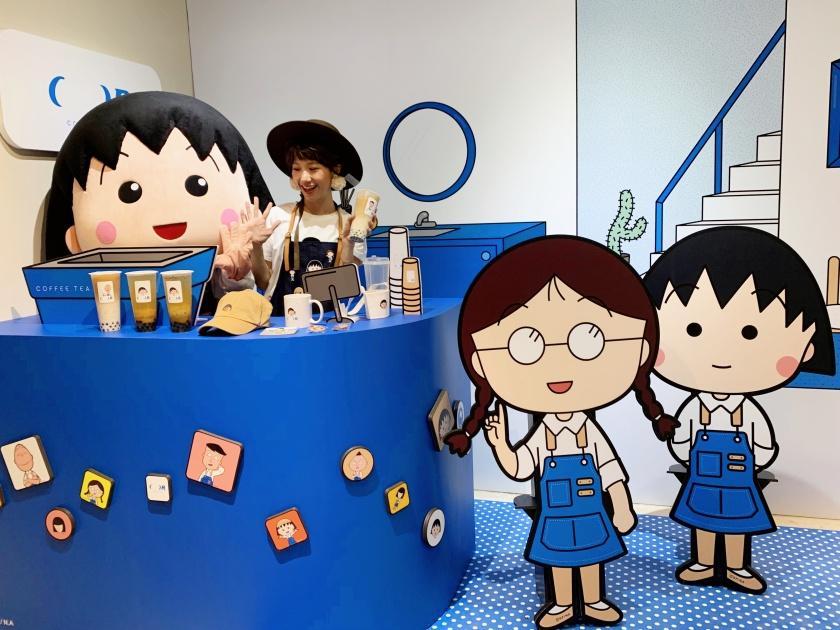 《櫻桃小丸子》主題店台北快閃!整面彩繪打卡牆、聯名飲品必喝