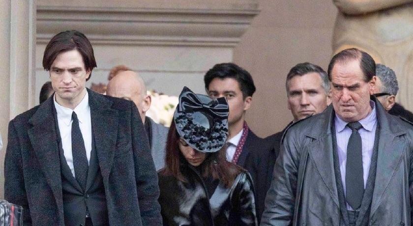 《蝙蝠俠》新任貓女扮相首曝光!「正面開衩」曬腿根超火辣