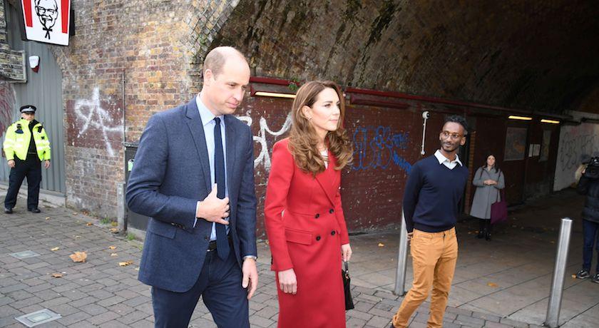 一身「紅吱吱」也不俗豔!凱特王妃新造型靠小細節添氣質