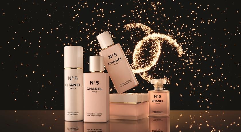 2020耶誕》香奈兒「N°5節慶香氛」換上夢幻仙女粉!5種方式讓香味更持久