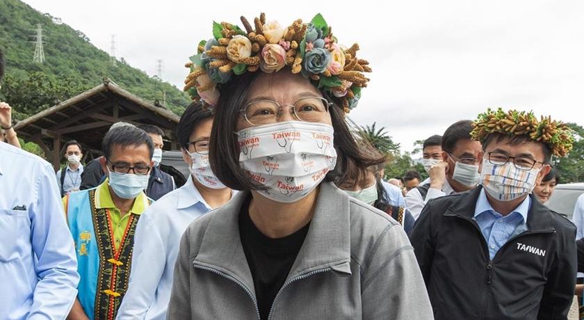 小英總統成最佳「帶貨王」!Taiwan Can Help口罩、小米花環都被問爆