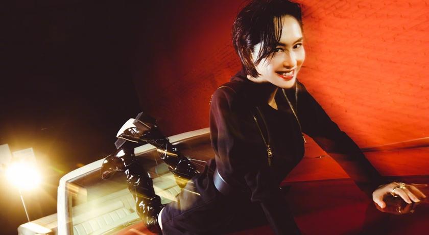 紫霞仙子太辣了!49歲朱茵穿上「直逼腿根」激短裙登封慶生