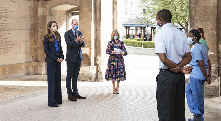 凱特王妃藍衣挺醫護!身上印花藏「秘密訊息」網友吵翻了