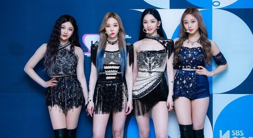 SM 新女團 aespa 強勢攻佔《人氣歌謠》舞台!網狂酸:有錢真好