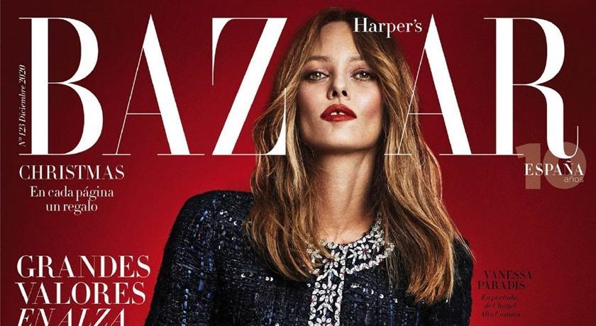 47 歲「牙縫超模」拍雜誌狂秀半球!一看竟是強尼戴普前女友