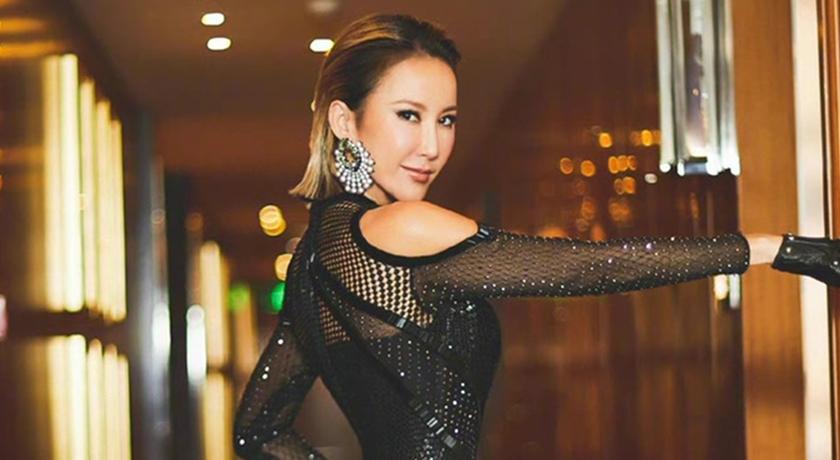 45 歲李玟穿透視黑禮服!轉身拍照驚見「屁屁微笑線」辣翻了