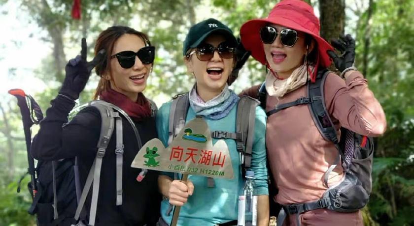 「超大咖女團」現身台灣小百岳!照片曝光粉絲激動:求巧遇