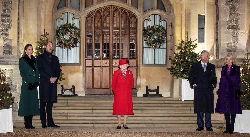 英女王領軍皇室罕見「合體同框」!凱特王妃穿低調綠襯托又被狂讚了