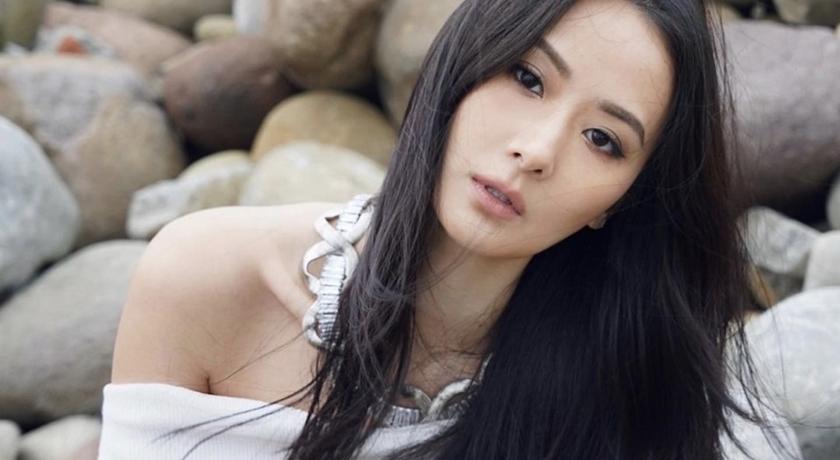 孫芸芸扮成復古女伶拍美照!一轉身驚見「背部全裸」辣翻