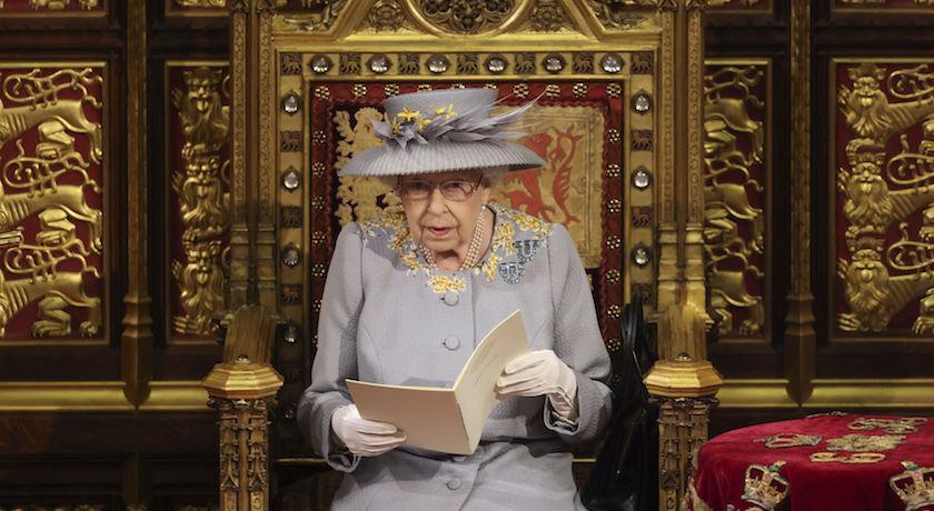 菲利普親王喪禮後首亮相!女王「舊衣重穿」藏思念心情